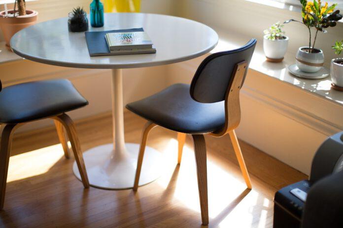 come abbinare le sedie al tavolo